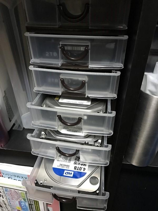 ハードディスクの収納